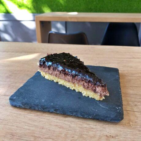 Vegán csokoládés-mascarponés mandula torta